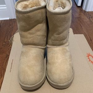 UGG Women's Classic Short Boot in Sand Size 8